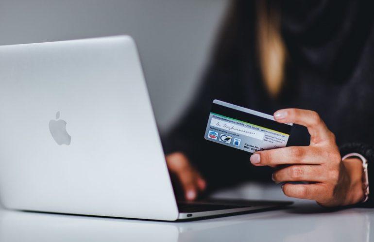 Social Media Commerce On The Rise